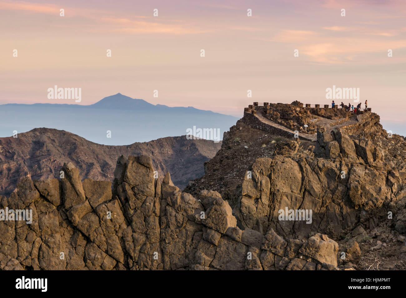 Roque de Los Muchachos, dem höchsten Aussichtspunkt Hintergrund Berg Teide Tennerife, La Palma, Kanarische Inseln, Stockfoto