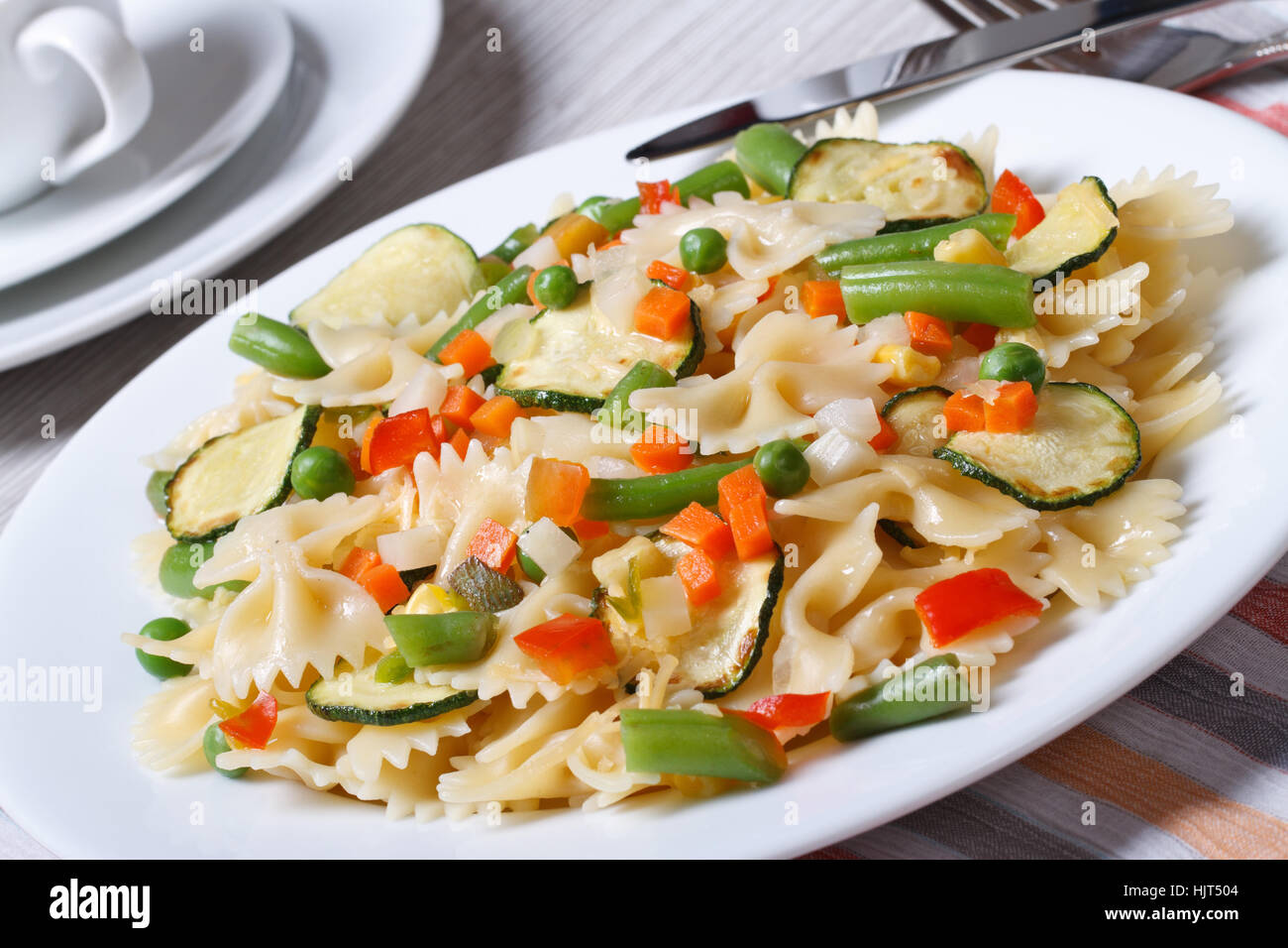 Italienische Pasta Farfalle Mit Scheiben Von Gemüse Closeup Auf
