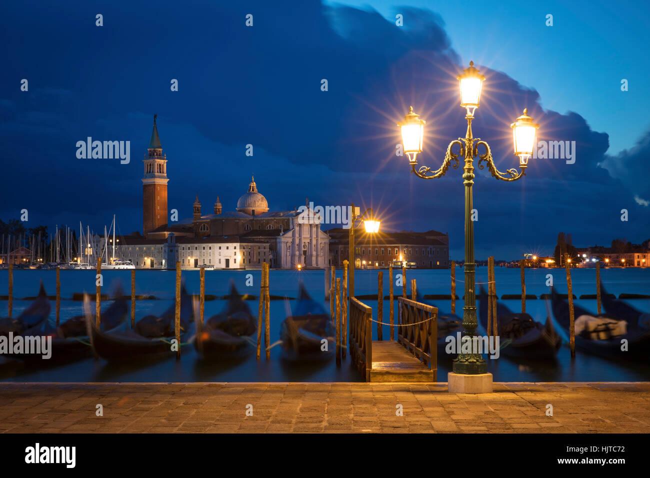 Am frühen Morgen Blick über Gondeln und San Giorgio Maggiore, Venedig, Veneto, Italien Stockfoto