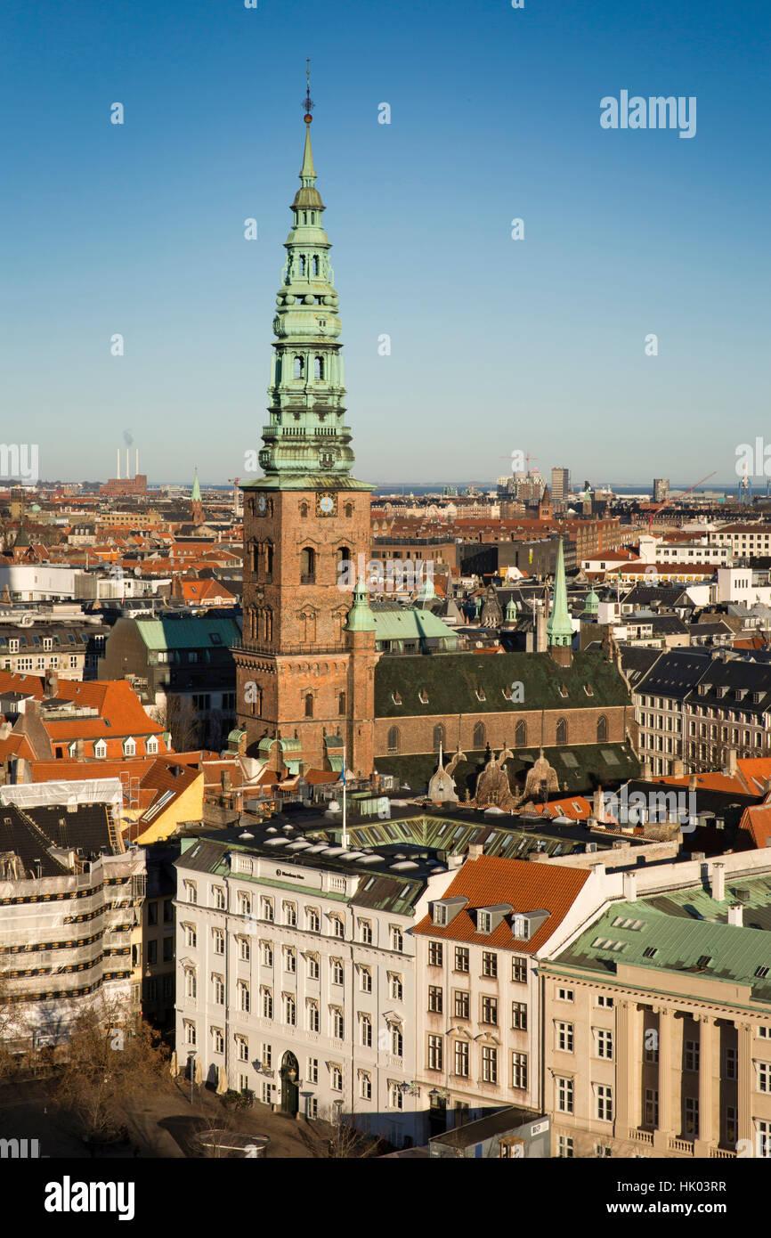 Dänemark, Kopenhagen, Turm der alten St. Nikolaus Kirche, jetzt St. Nicolaj Kunsthal Zentrum für zeitgenössische Stockbild