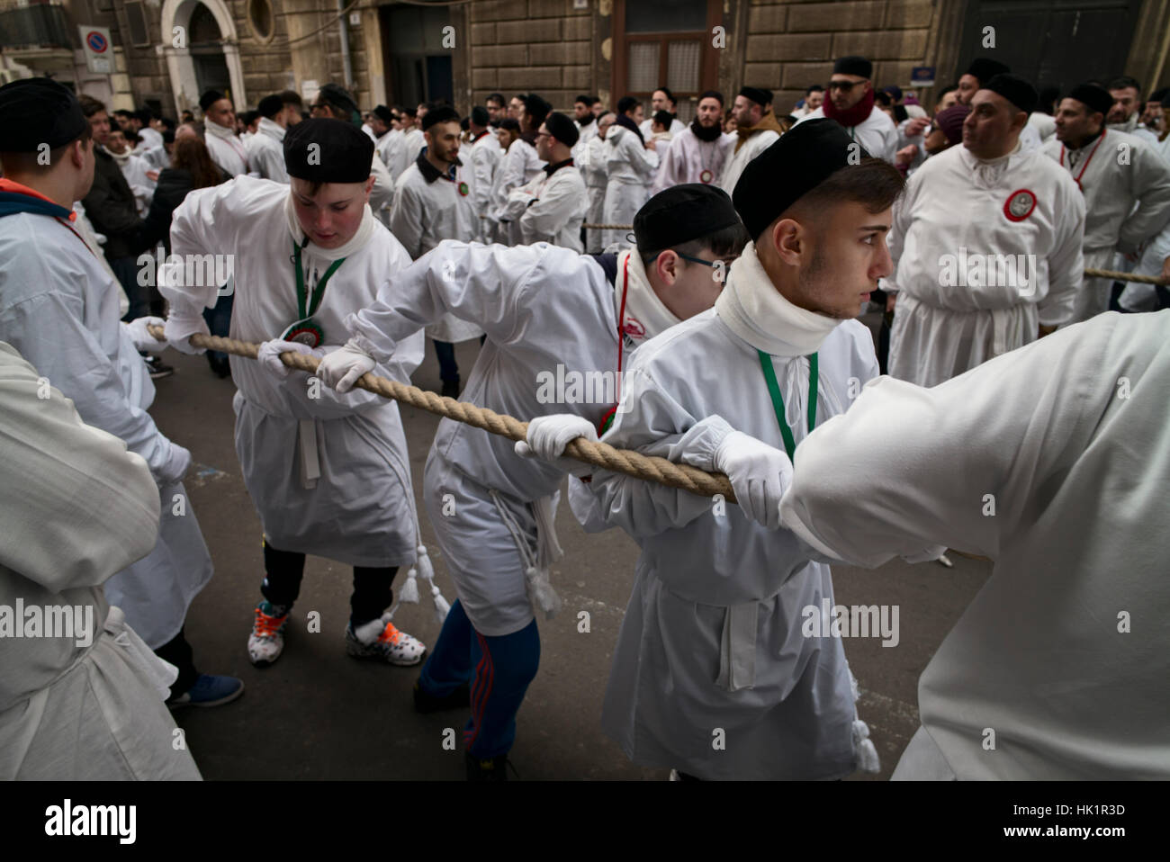 Catania, Sizilien, Italien, 4. Februar 2017. Männer, Frauen und ...