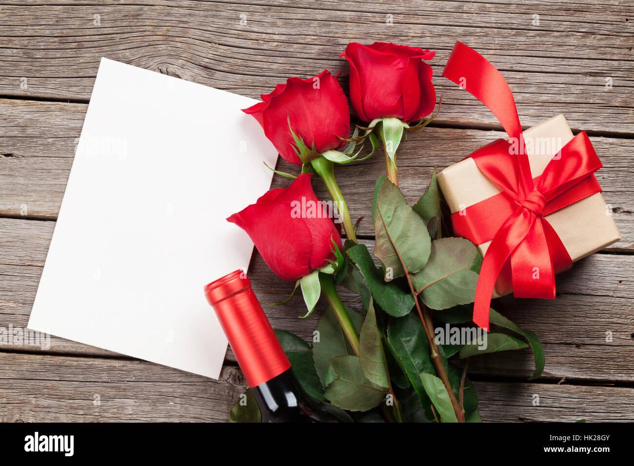 Valentinstag Grusskarte Rote Rosen Blumen Wein Und Geschenk Box Auf