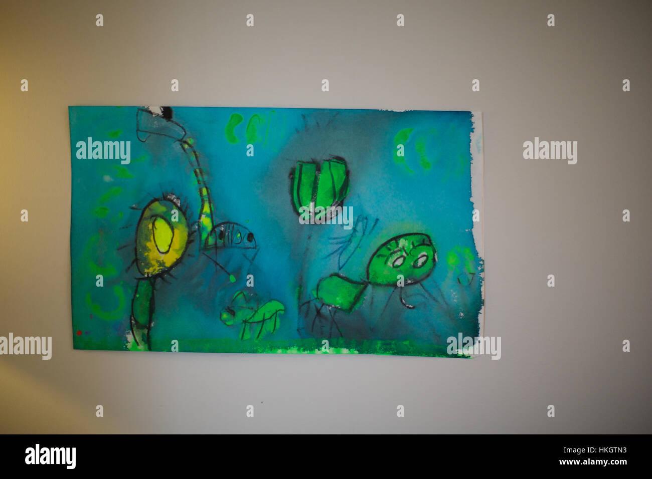 Kind Ist Auf Dem Display Papier Zeichnen Wand Kunst Kreativität