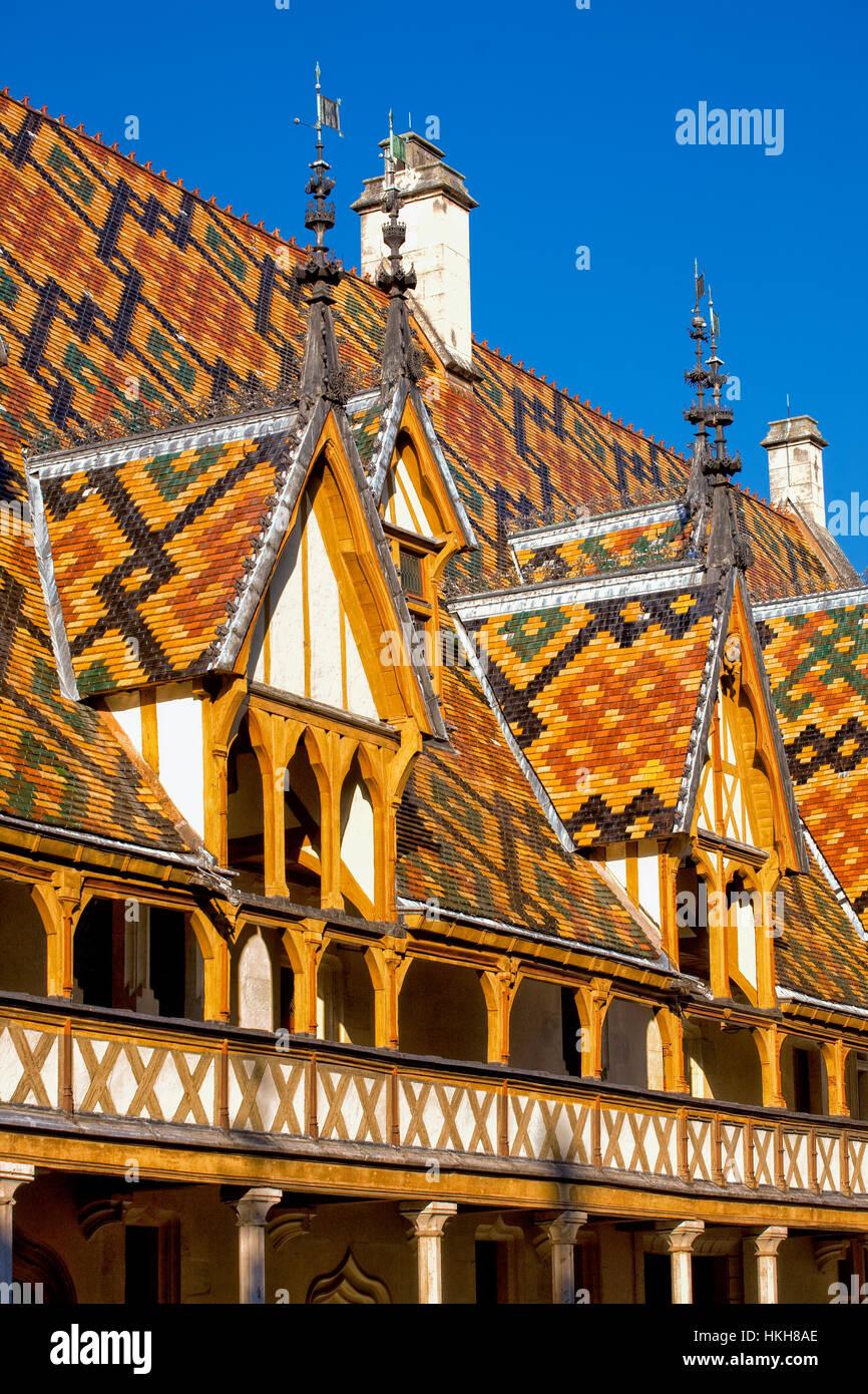 Polychrome Ziegeldach der Hospices de Beaune im Burgund Stockbild