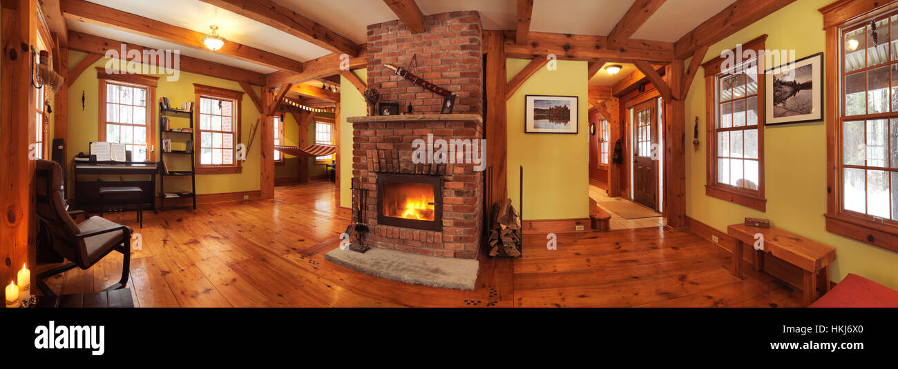 Holz Rahmen kanadischen Land Haus Innenraum Wohnzimmer mit Kamin ...