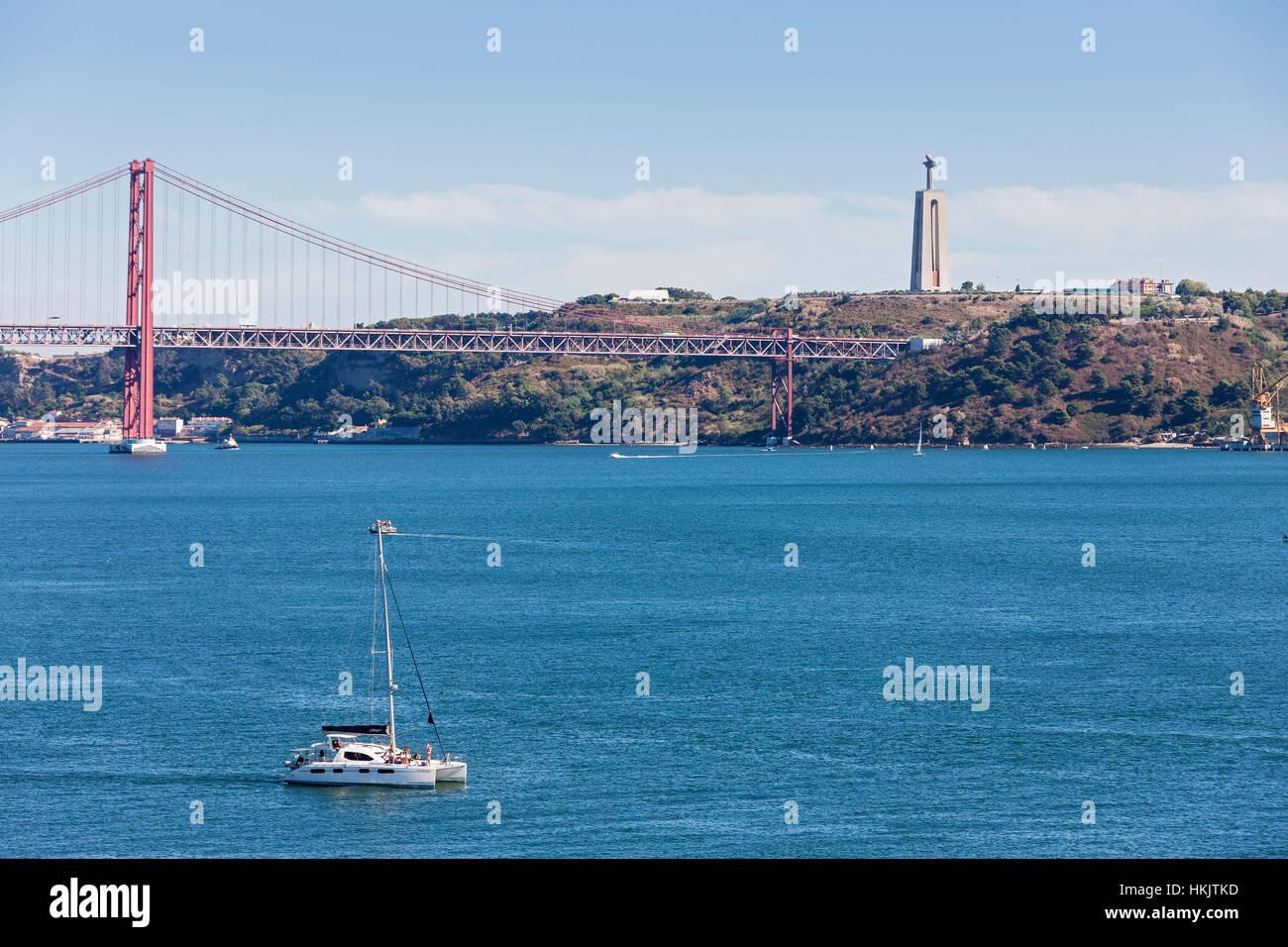 Lissabon Fluss brücke über den fluss am 25 april brücke tejo lissabon portugal