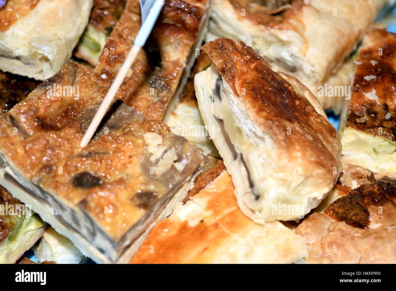 Blätterteig Gefüllt Mit Schinken Käse Und Pilzen Stockfoto Bild