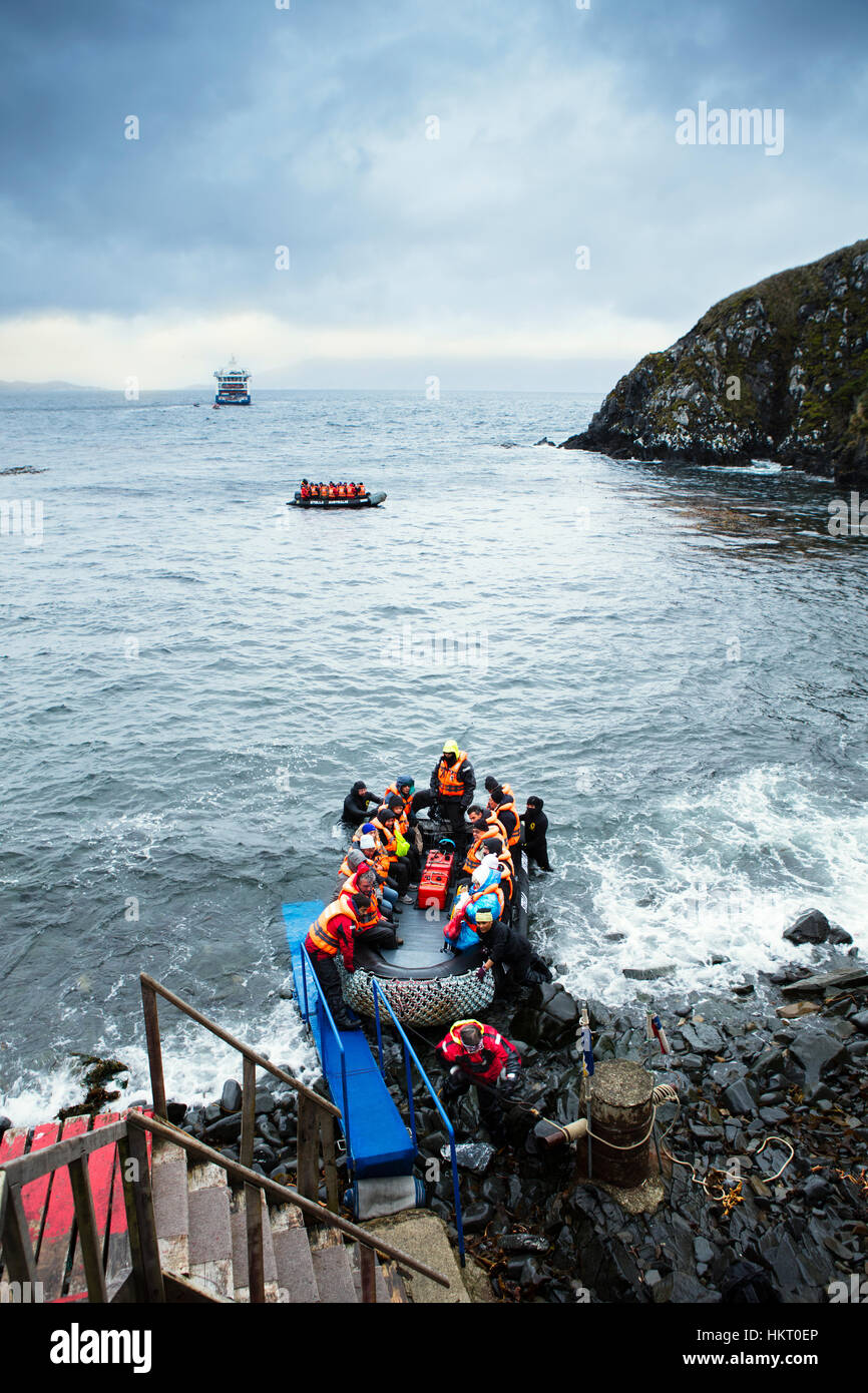 Stella Australis Kreuzfahrt um Kap Hoorn - Beiboot Anlanden am Kap Hoorn Inseln Natonal park Stockbild