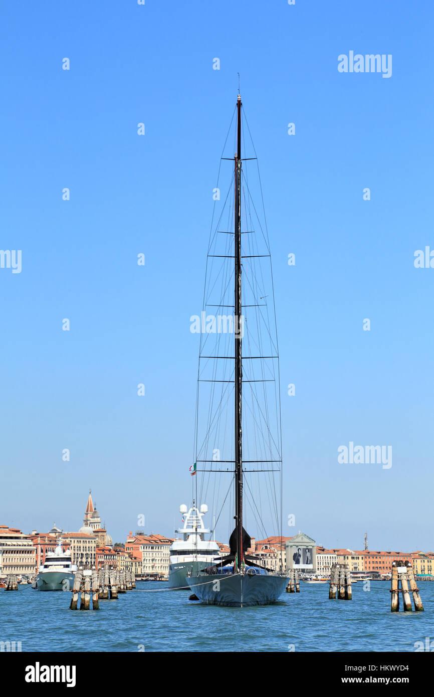 Super segelyachten  Luxus super Segelyacht Samurai Stockfoto, Bild: 132721376 - Alamy