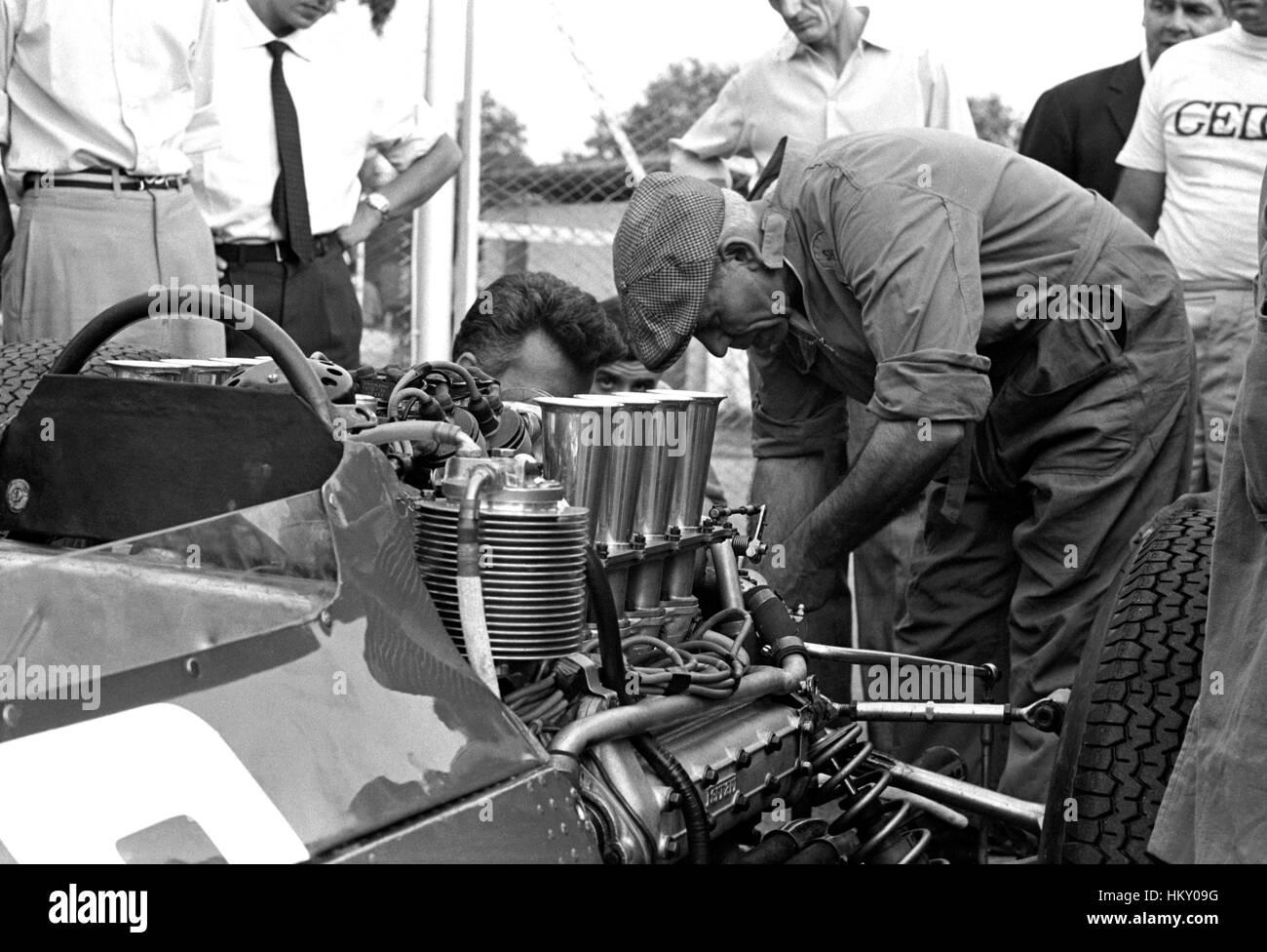 1964 Ferrari 158 Motor Monza Paddock GG Stockbild