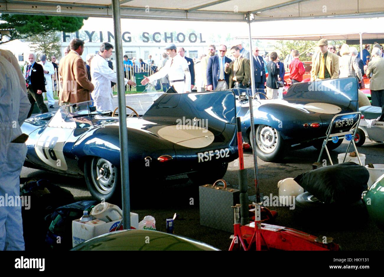 1998 Jaguar D-Typen Fahrerlager beim Goodwood Revival PV Stockbild