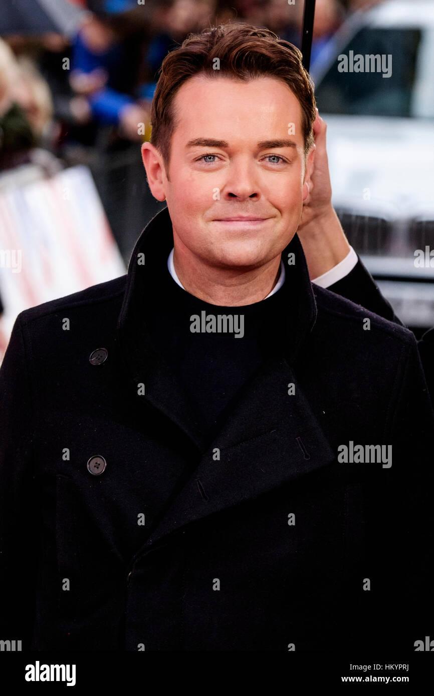 Stephen Mulhern kümmert sich die roten Teppich Ankünfte für Britain es Got Talent auf 29.01.2017 Stockbild