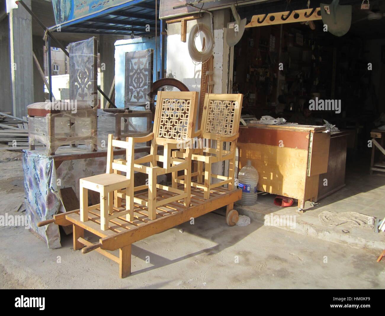 Stühle zum Verkauf. Ein kleines Möbelgeschäft. Hurghada Ägypten ...