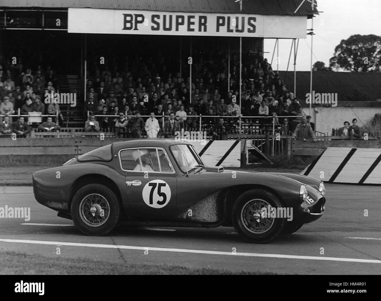 Aston Martin DB3S Coupe, Frau Jean Bloxham. Goodwood VSCC 24. August 1958 Stockbild