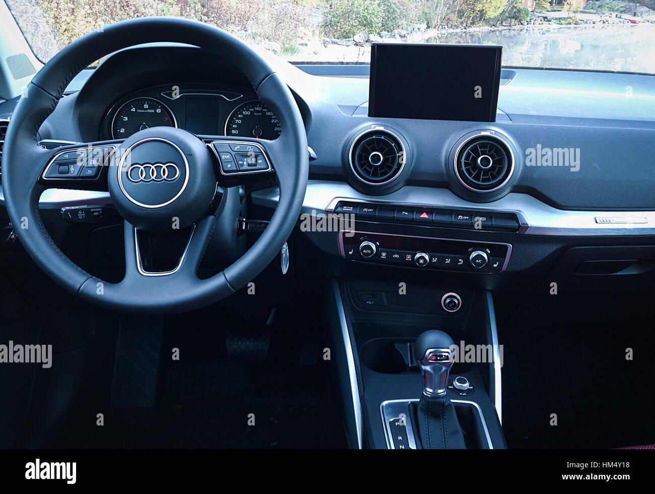 Audi Q2 Interieur Stockfoto, Bild: 132874708 - Alamy