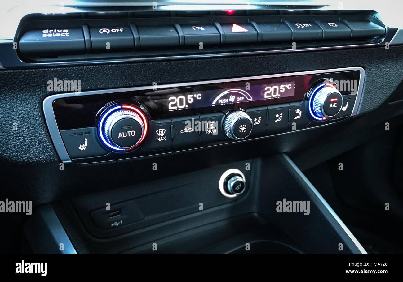 Audi Q2 Interieur Stockfoto, Bild: 132874736 - Alamy