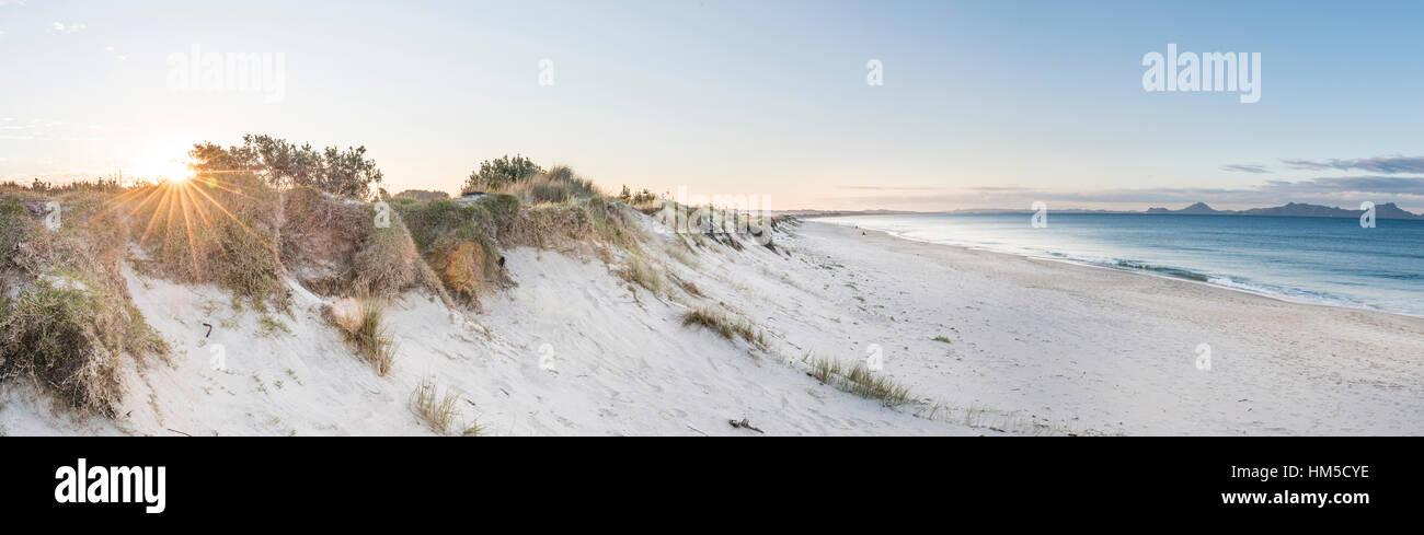 Strand bei Sonnenuntergang, Waipu, Northland, Neuseeland Stockbild