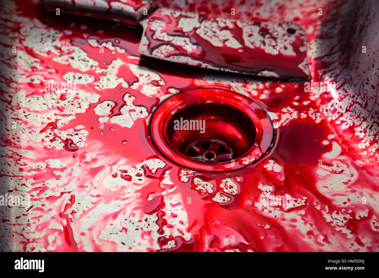 Küchenspüle mit Messer und Blut für Halloween Stockfoto, Bild ...