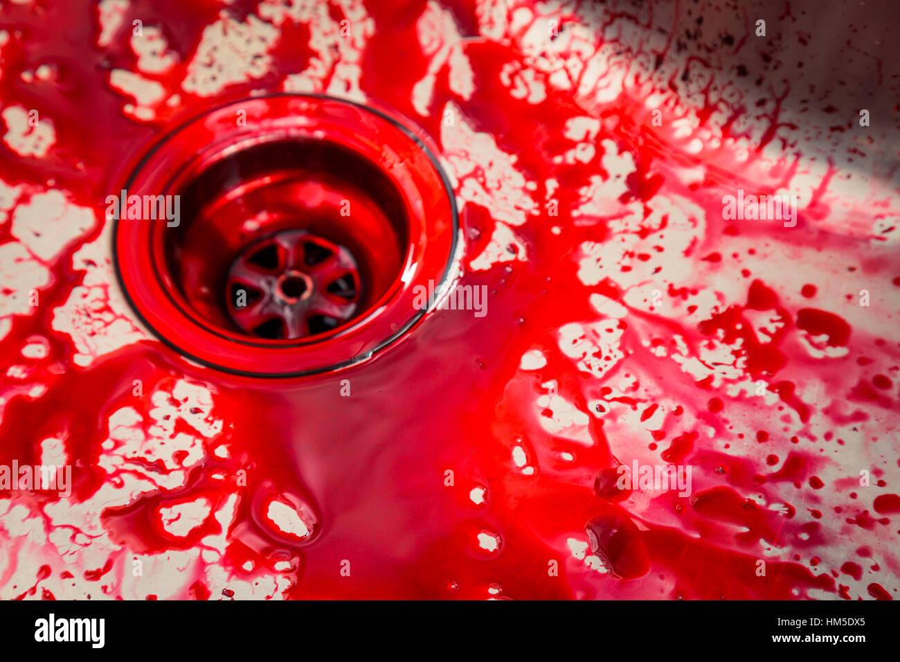 Küchenspüle mit Blut für halloween Stockfoto, Bild: 132886381 - Alamy