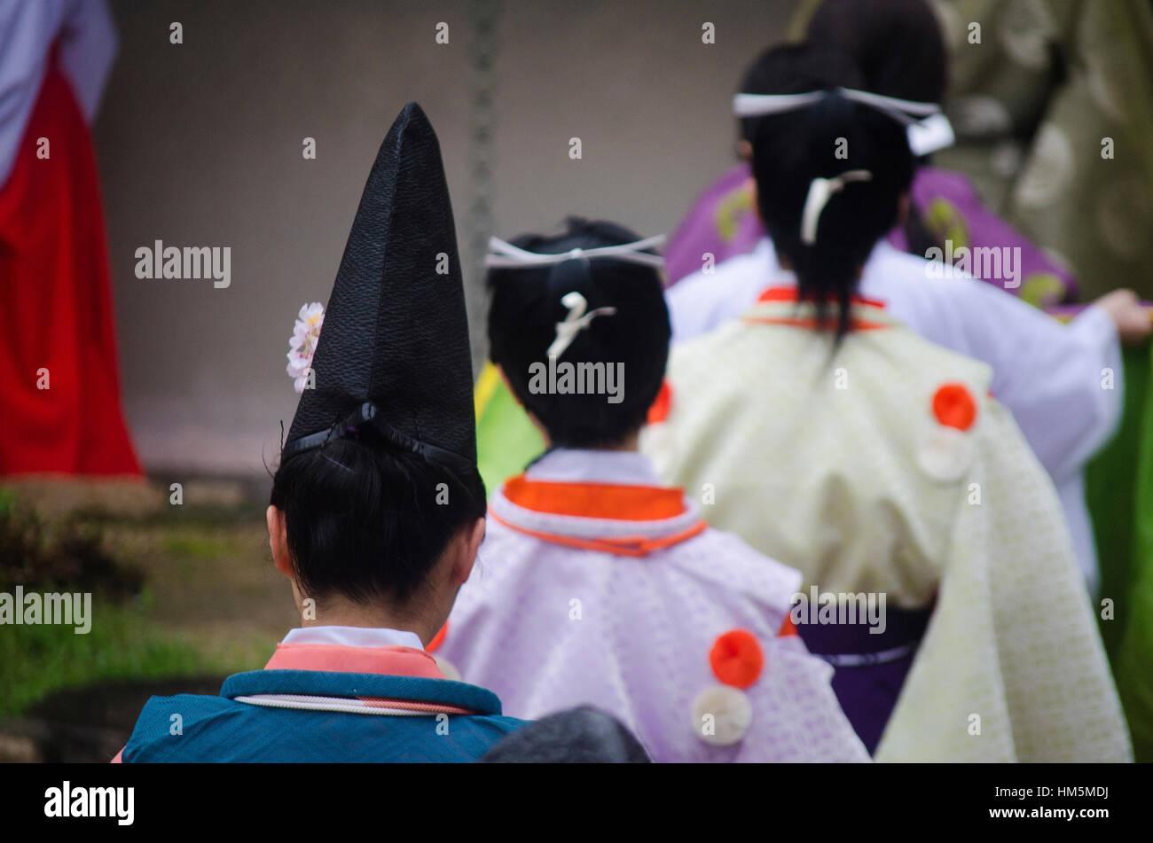Rückansicht der Frauen in der traditionellen japanischen Kleidung Stockbild