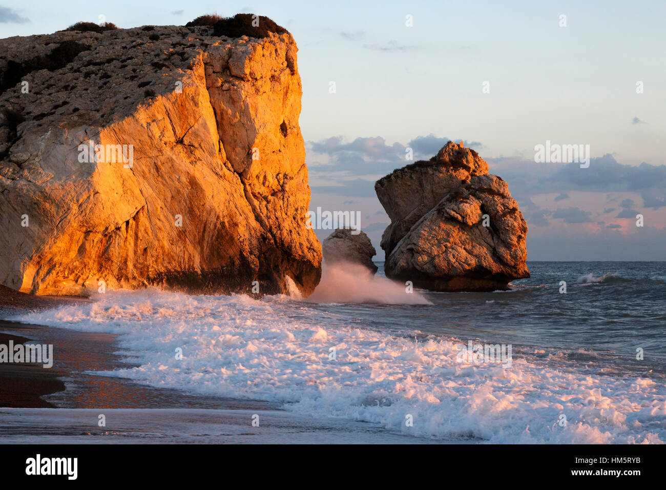 petra tou romiou stockfotos petra tou romiou bilder alamy. Black Bedroom Furniture Sets. Home Design Ideas