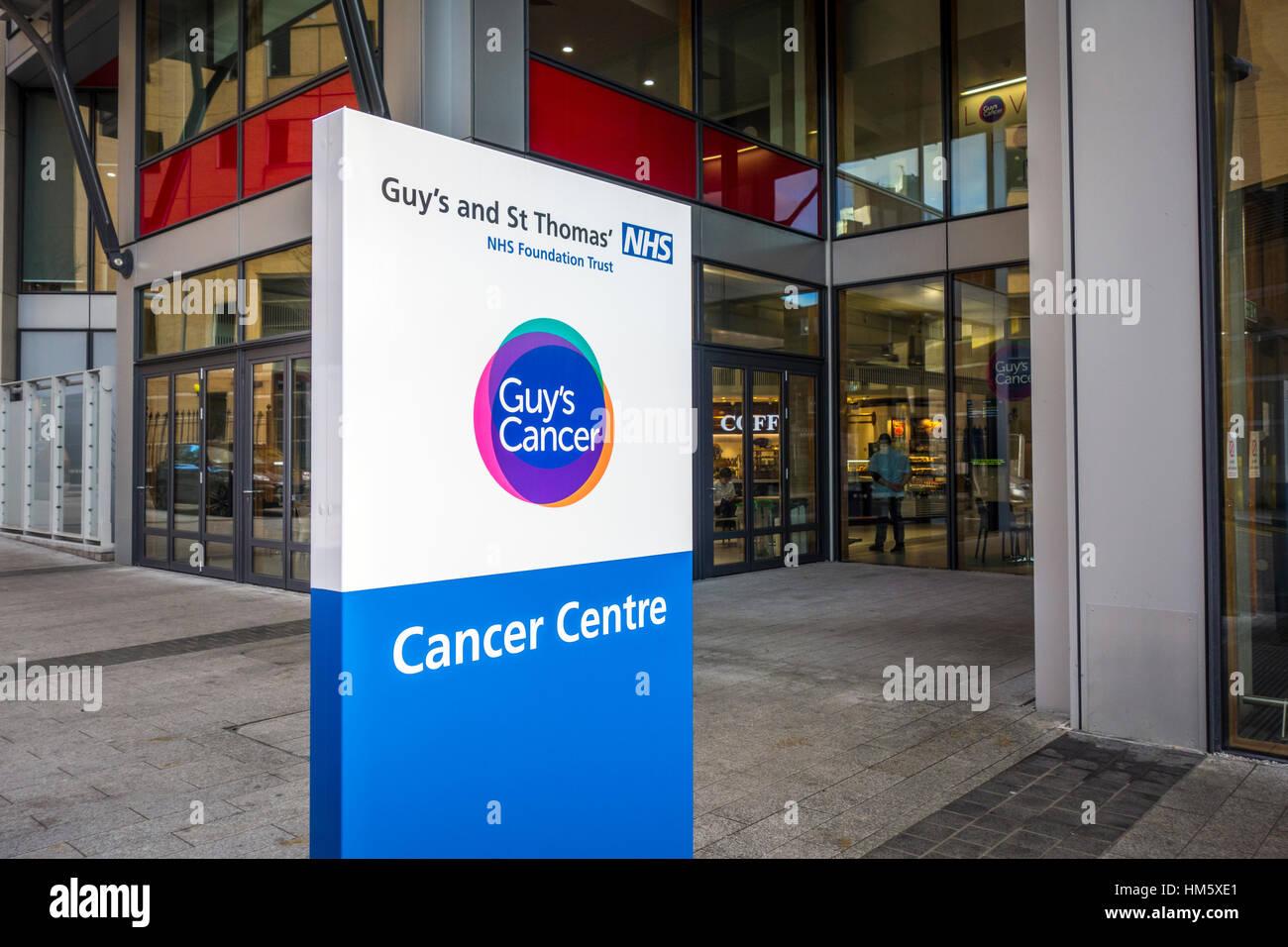 Krebszentrum Zeichen außerhalb des Gebäudes Eintritt, Guy es and St. Thomas' Hospital, London, UK Stockbild