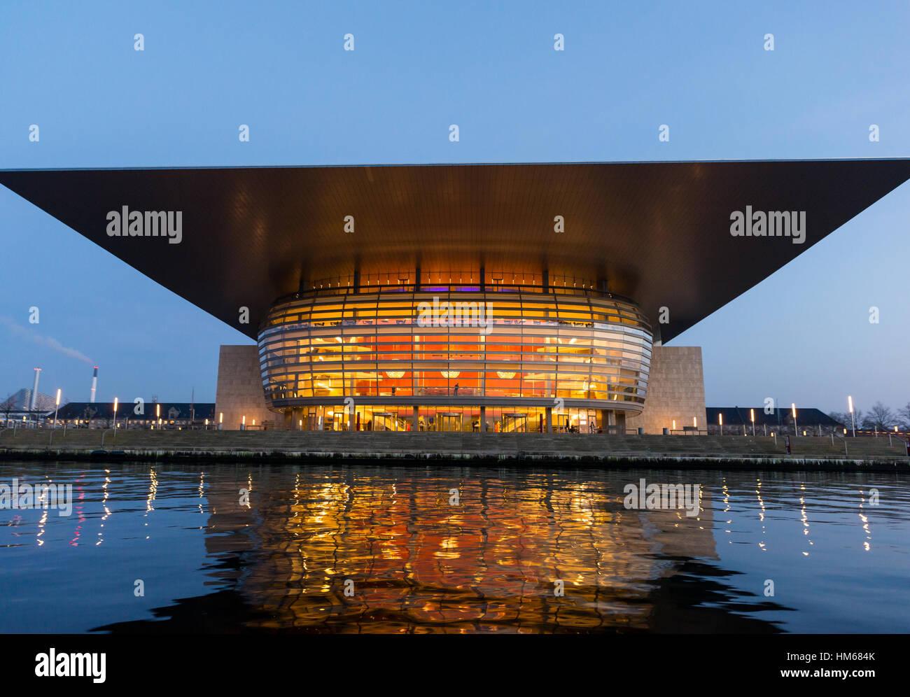 Das Opernhaus in der Nacht, Kopenhagen, Dänemark Stockbild