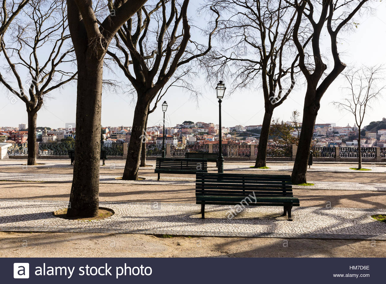 Kunst und Handwerk, Capital Cities, City, Kopfsteinpflaster, Farbbild, Brunnen, Lissabon, Miradouro de São Stockbild
