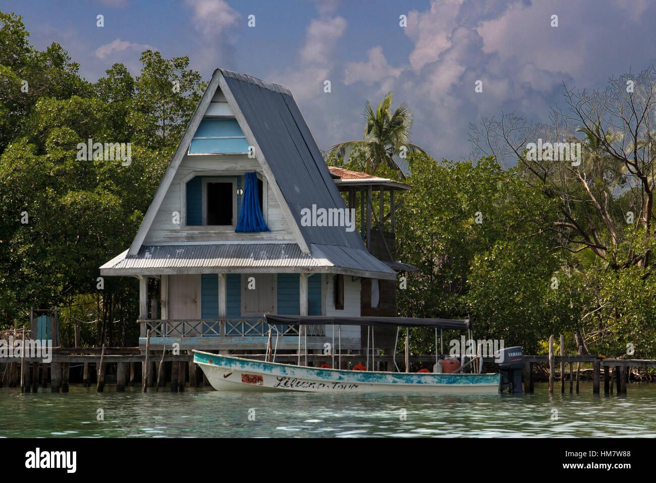 Außergewöhnlich Haus Auf Stelzen Referenz Von über Dem Wasser Mit Sonnenkollektoren Und Dichten
