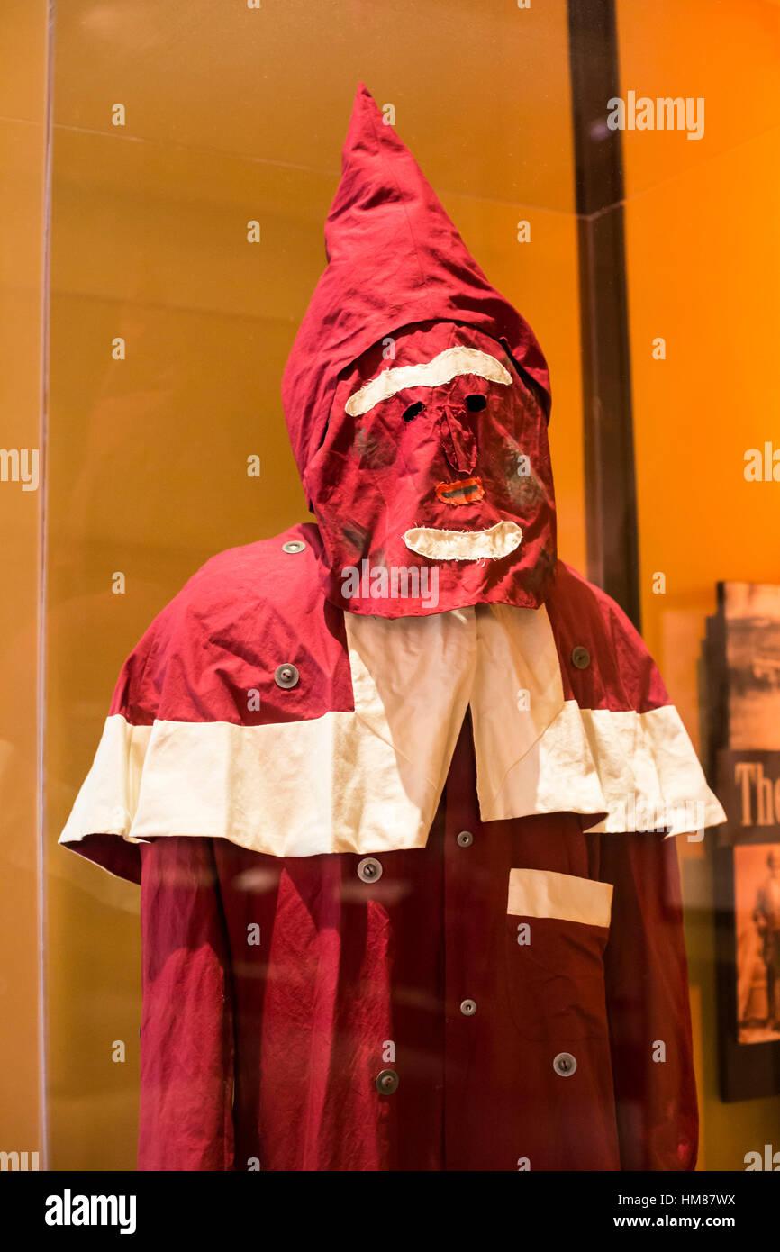 Cincinnati, Ohio - eine Replik einer frühen Ku Klux Klan-Robe, die bald nach dem Bürgerkrieg verwendet. Stockbild