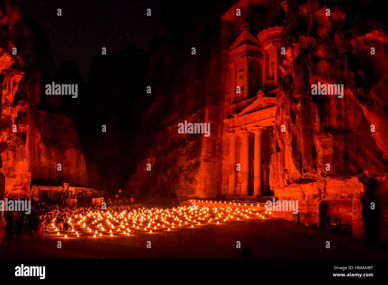 Petra bei Nacht (bei Kerzenschein), die staatskasse Monument (al-khazneh), Petra archäologische Stätte (ein UNESCO Stockfoto