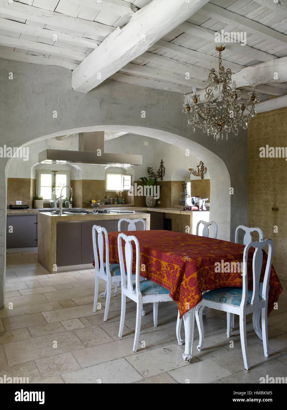 Einrichtung Einer Modernen Kuche In Einem Landhaus In Der Toskana