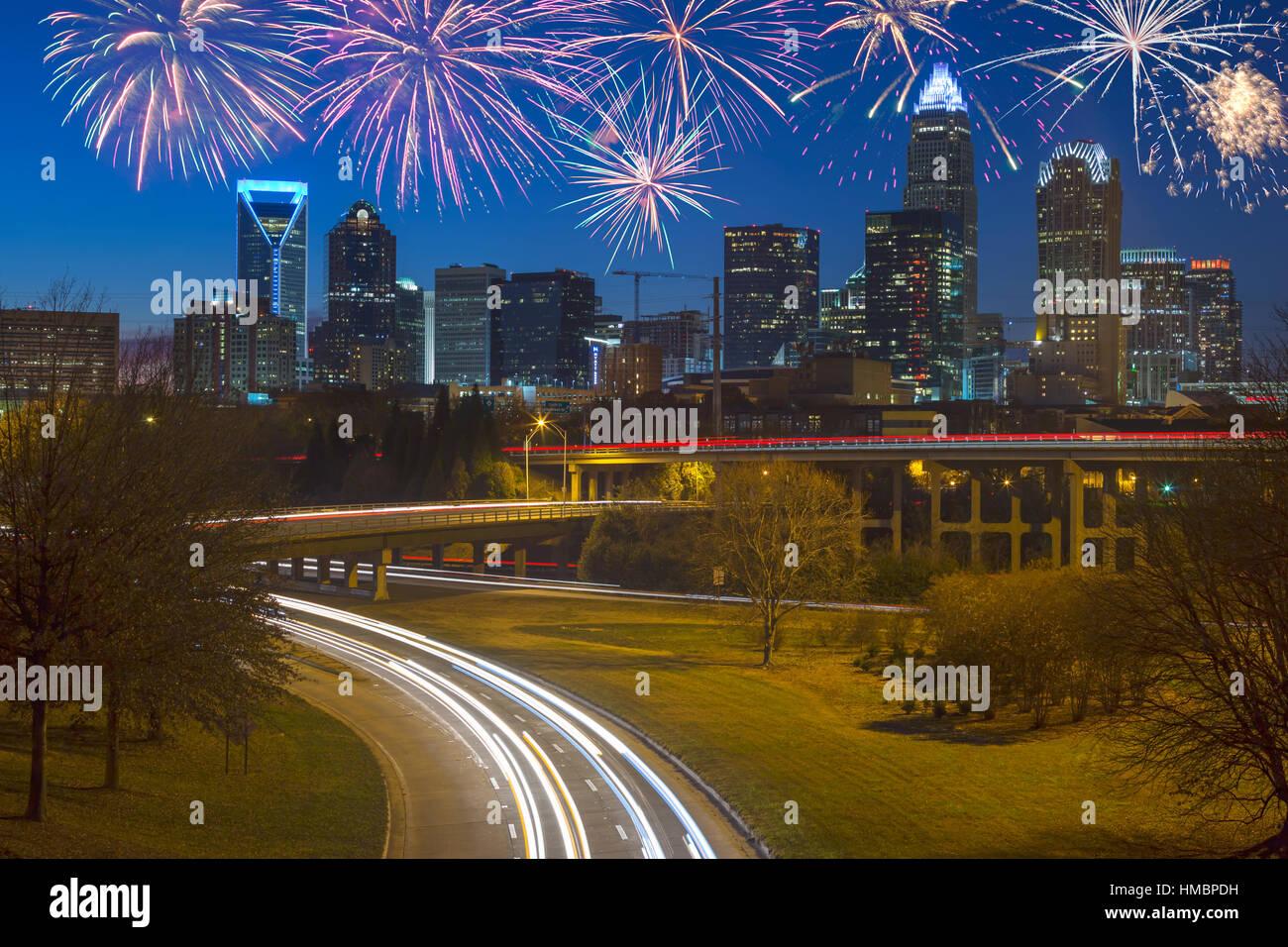 AUTOBAHNEN SKYLINE VON UPTOWN CHARLOTTE NORTH CAROLINA USA Stockfoto