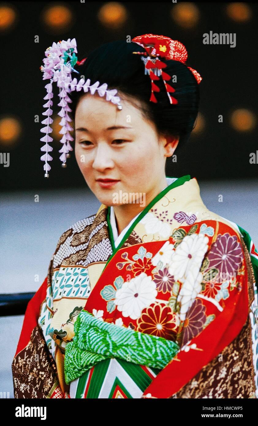 Frau Mit Traditionellen Frisur Tragen Eines Kimonos Japan Stockfoto