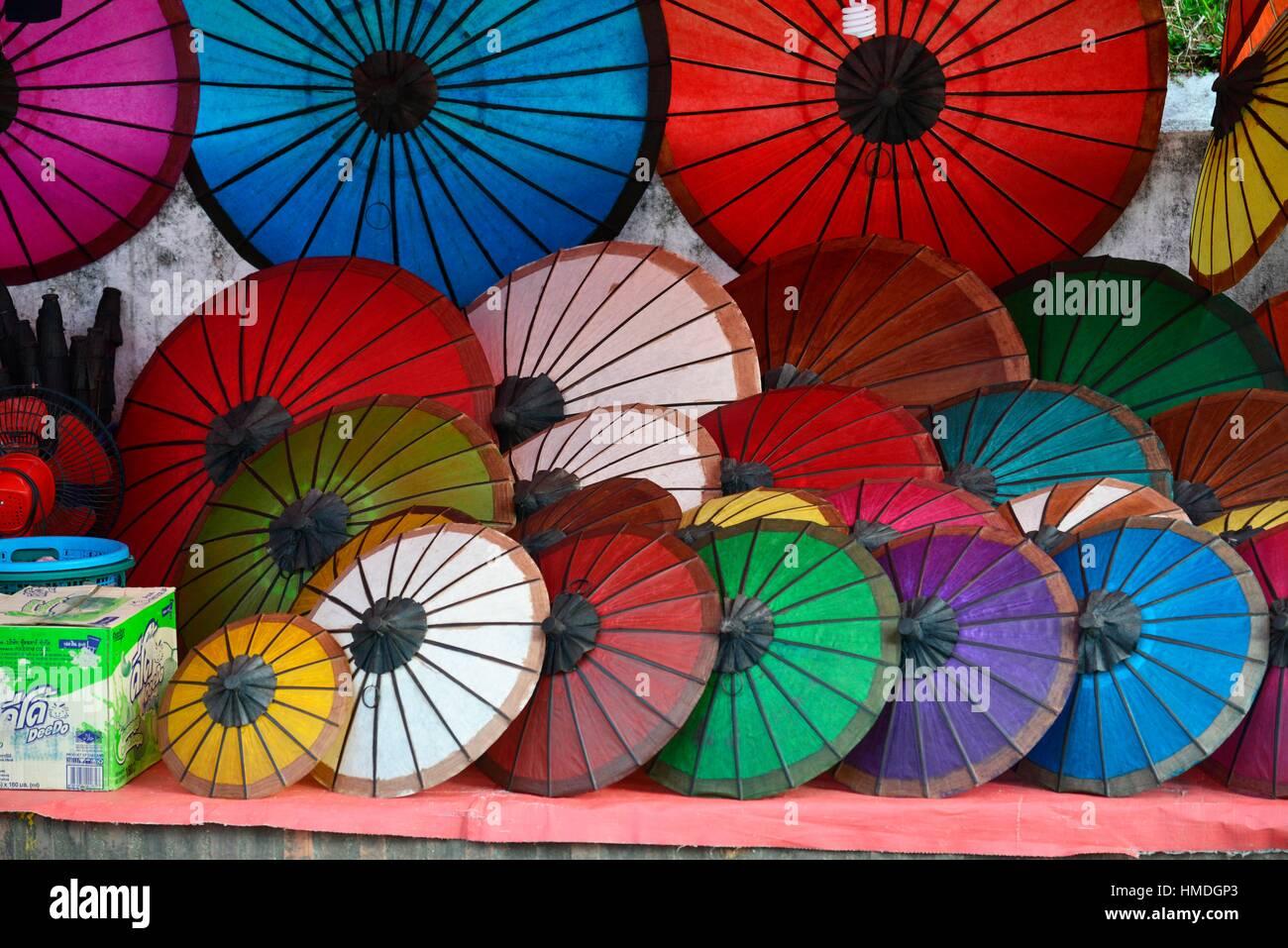 Asiatische Sonnenschirme bunte handgemachte asiatische sonnenschirme auf dem display an