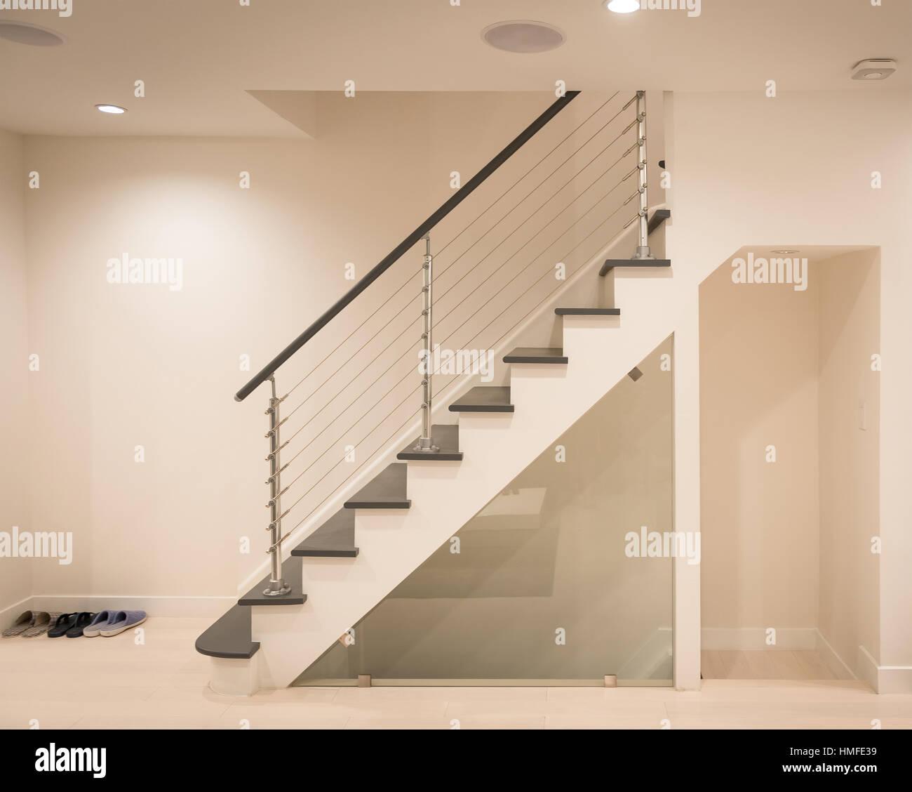 Moderne Treppe Und Hand Schiene Design In Weiß Und Grau