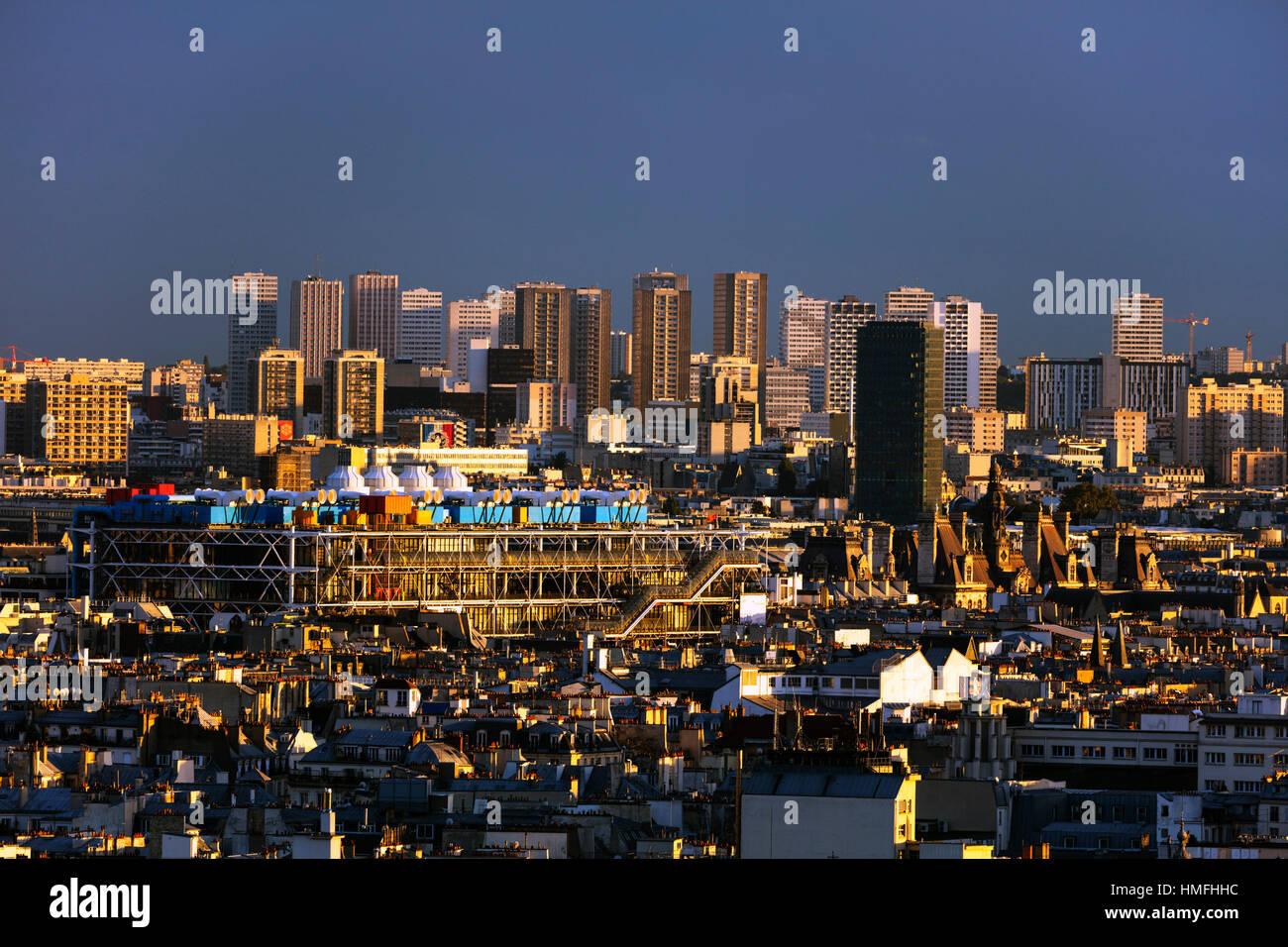 Skyline der Stadt vom Montmartre, Centre Georges Pompidou entworfen von Renzo Piano und Richard Rogers, Paris, Frankreich Stockbild