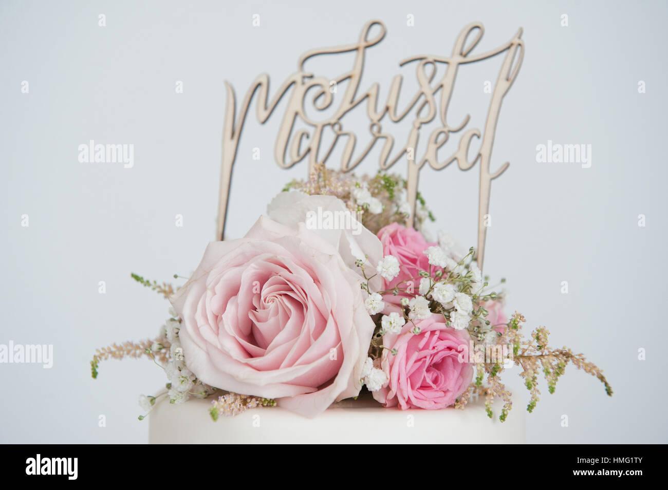 Hochzeitstorte Mit Eine Just Married Cake Topper Mit Echten Rosa