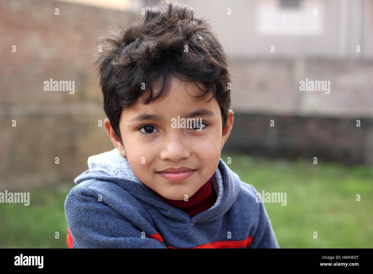 Hellem Teint lächelnd cute Indian Kid Stockbild