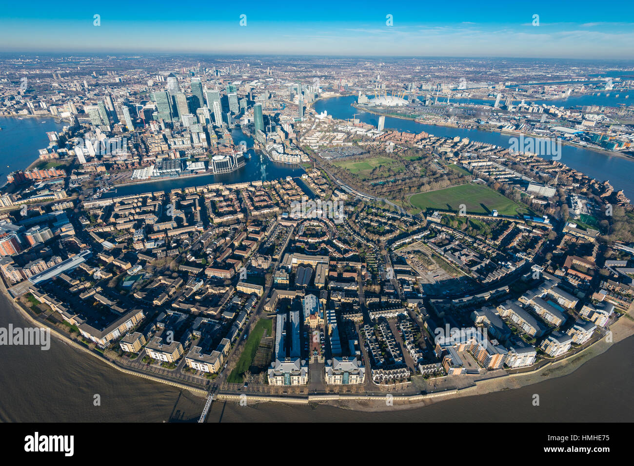 london von oben bilder von canary wharf in london vom helikopter aus gesehen stockfoto bild. Black Bedroom Furniture Sets. Home Design Ideas