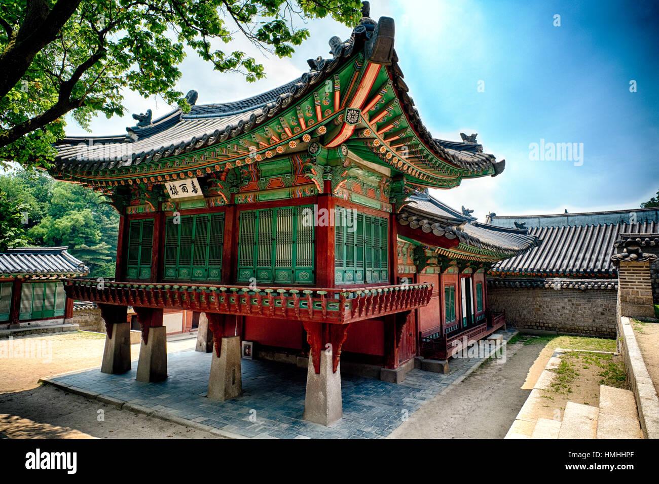 Reich verzierte traditionelle koreanische Gebäude im königlichen Palast Changdeokgung, Seoul, Südkorea Stockbild