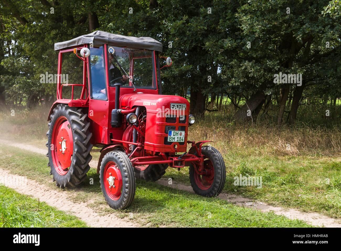 oldtimer fahr traktor in niedersachsen deutschland. Black Bedroom Furniture Sets. Home Design Ideas