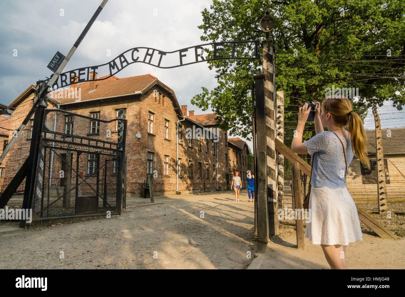 puerta principal. campo de concentracion de auschwitz i, museo