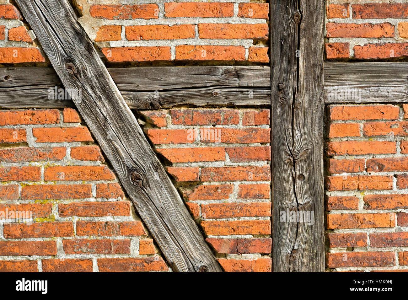 Ziegelmauer mit Fachwerk Balken, Mecklenburg-Western Pomerania ...