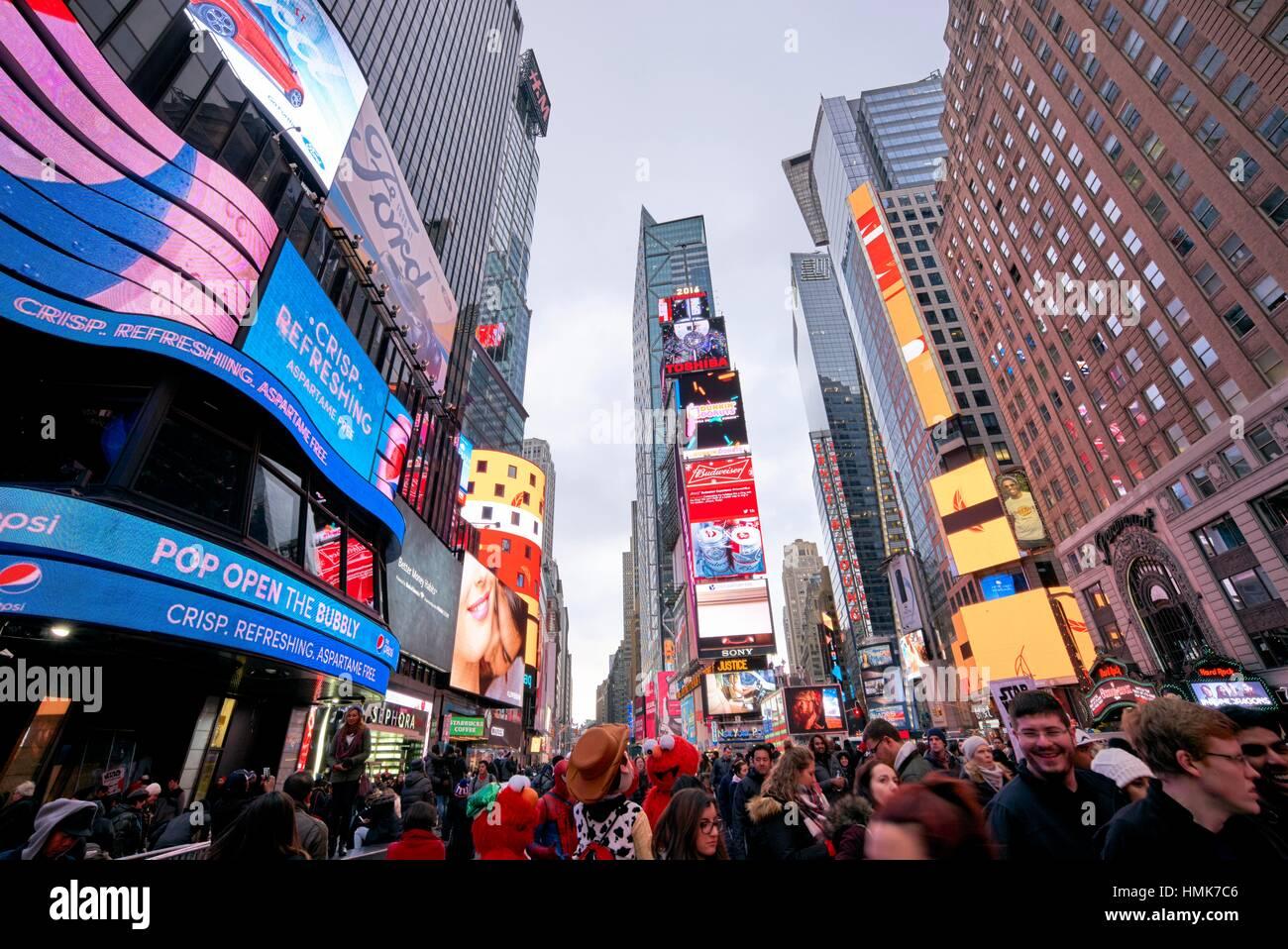 Vibrant scheint Leben am Times Square. Manhattan, New York City, USA Stockbild