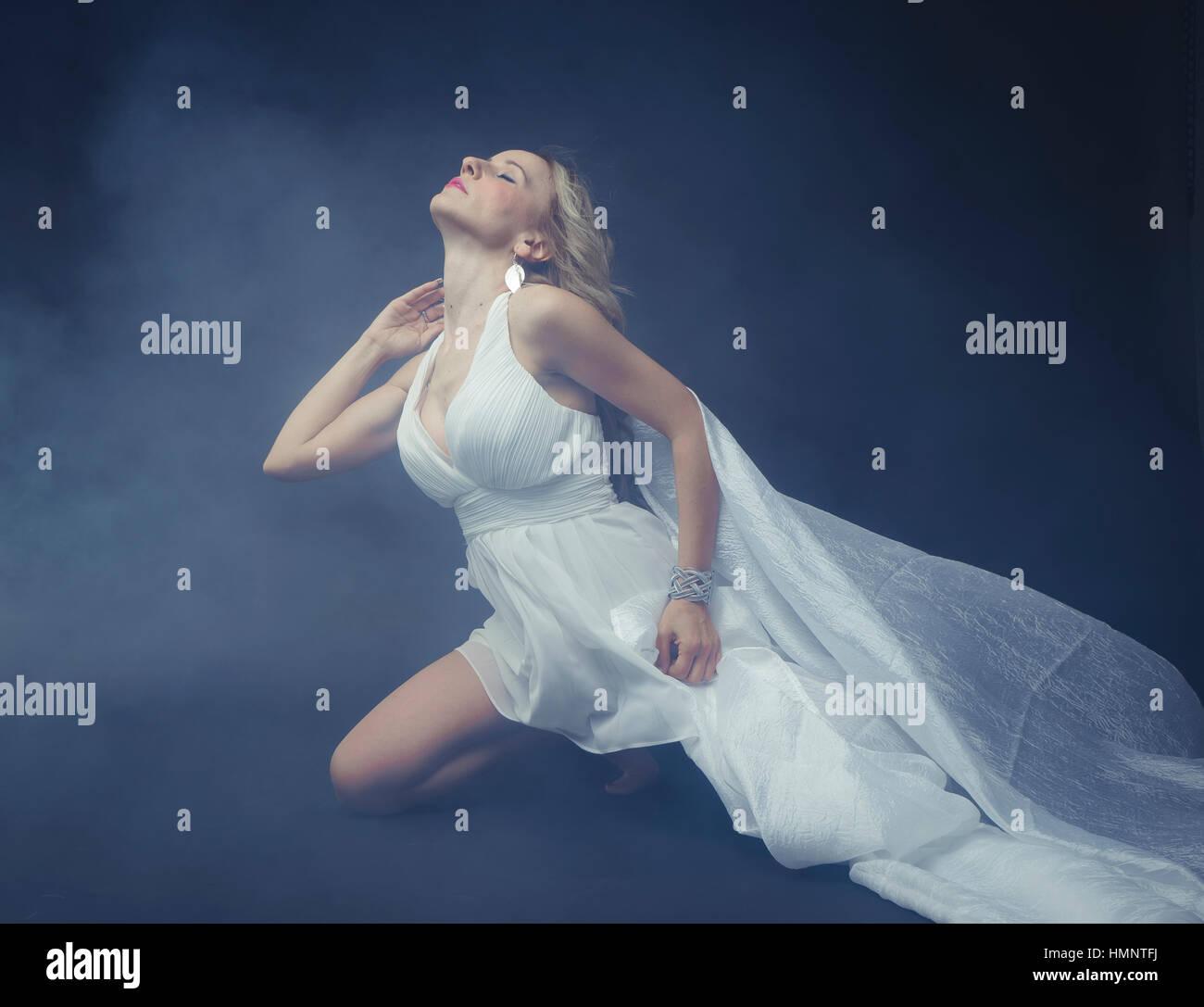 premium selection 9d726 46e89 Griechenland, schöne blonde Griechin, Mythologie, gekleidet ...