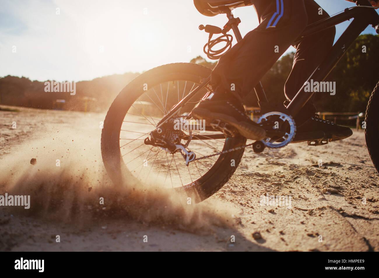 Mann auf einem Fahrrad Stockbild