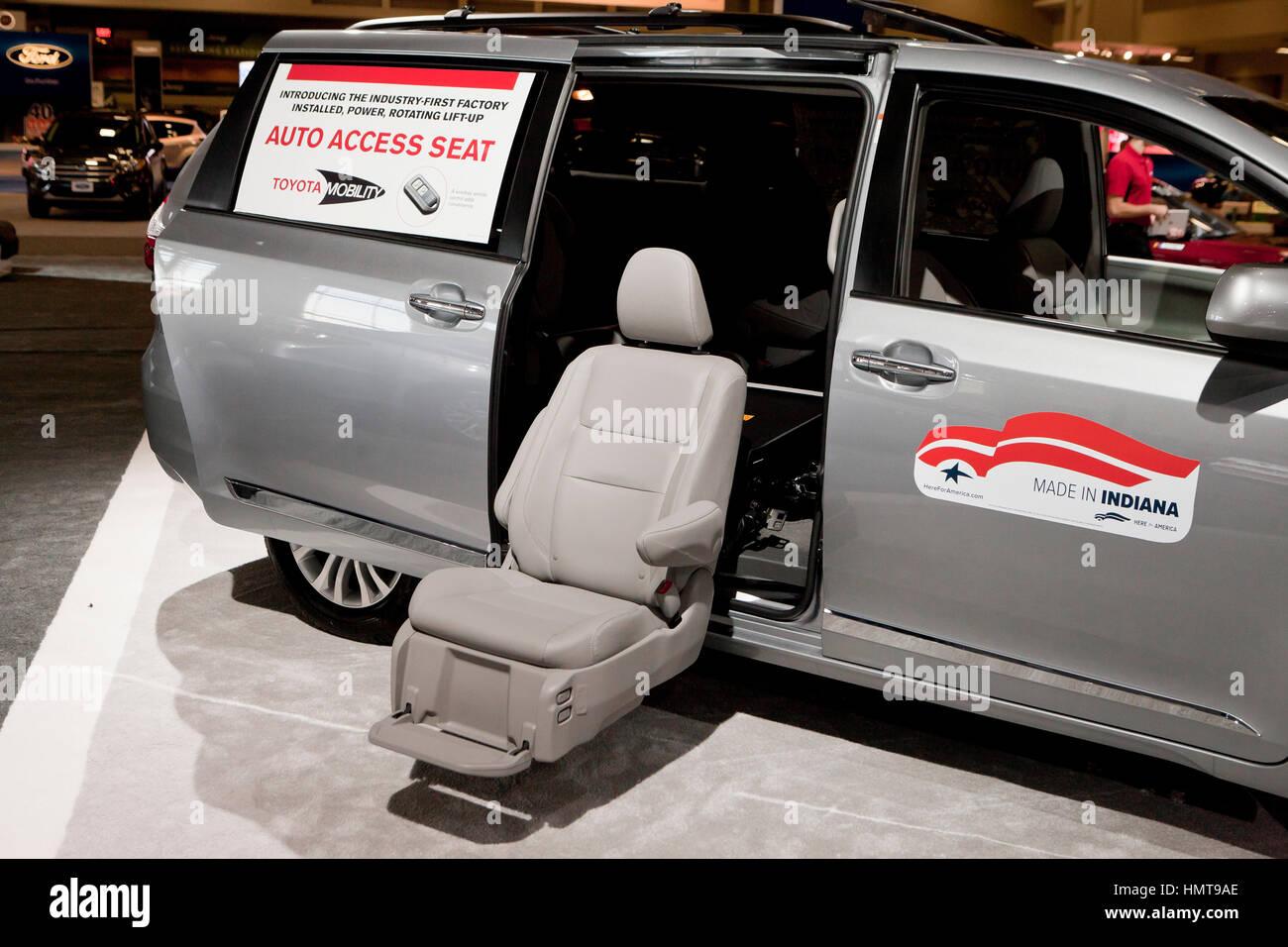 Toyota Mobilität Auto Zugang Sitz in Sienna Minivan auf 2017 Washington Auto Show - Washington, DC USA anzeigen Stockbild