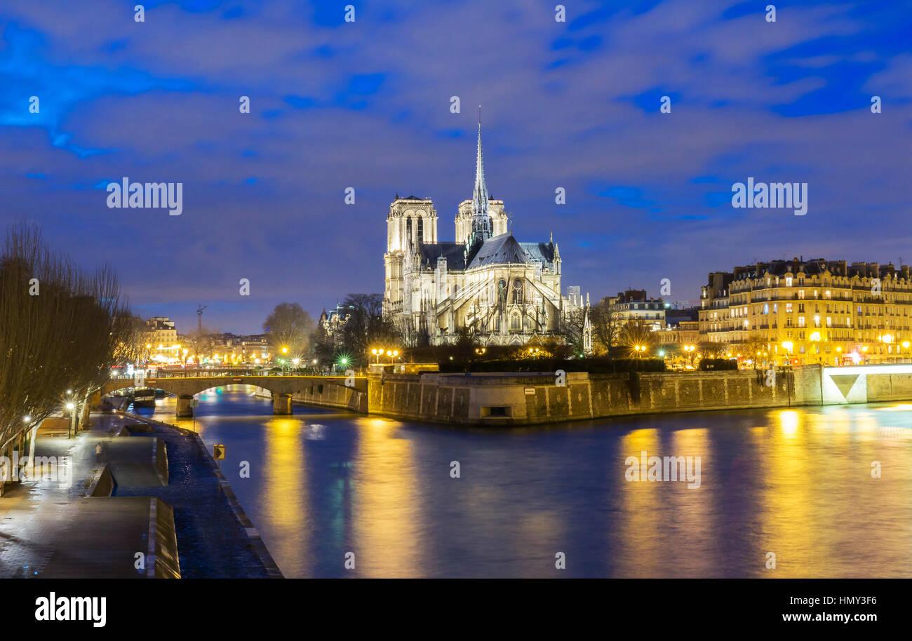 Kathedrale Notre-Dame in der Nacht, Paris, Frankreich. Stockbild