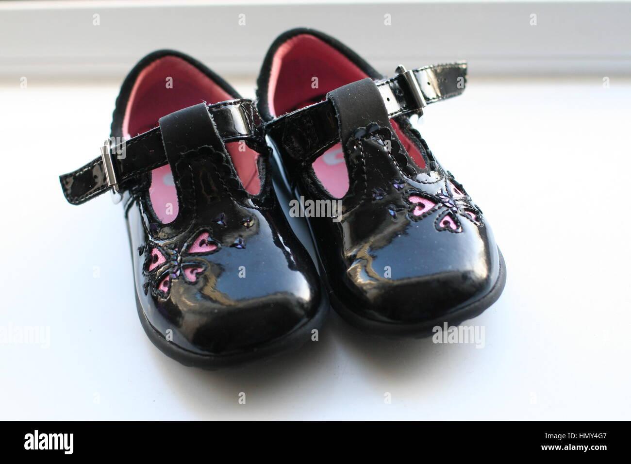 best sneakers 3914d bc75a Paar schwarz lack Schuhe, Schuhe Baby's, clarks Schuhe ...